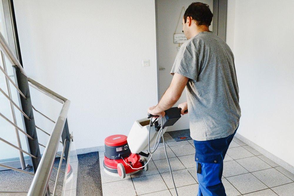 Mitarbeiterin / Mitarbeiter Reinigung und Hauswartung