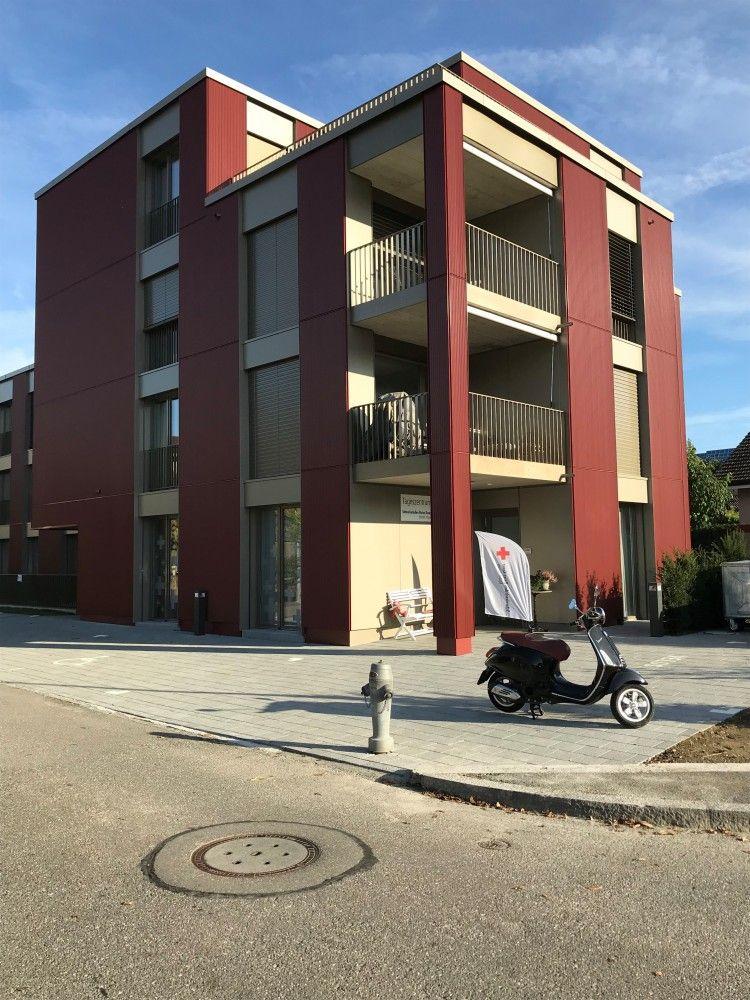 Das Tageszentrum liegt im Parterre dieses neuen Wohnhauses im Telliquartier in Aarau