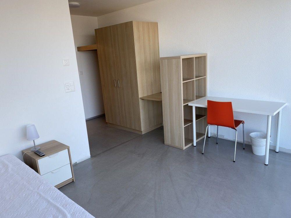 Einzelzimmer möbliert