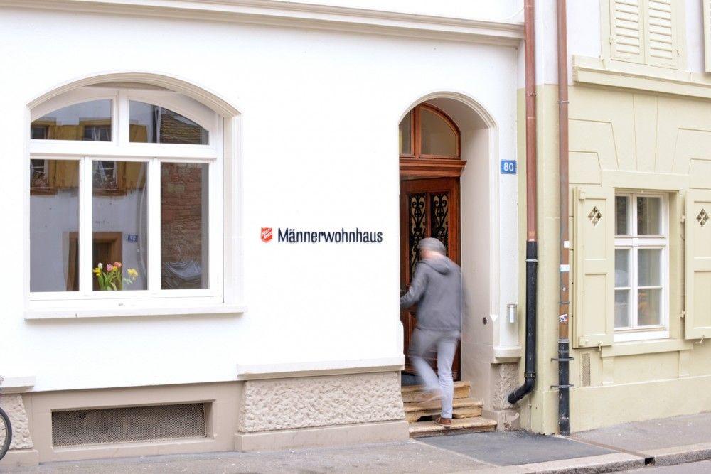 Eingang Rheingasse Männerwohnhaus
